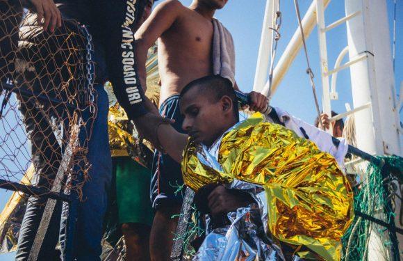In 150 a bordo dell'Alan Kurdi, in pericolo altra imbarcazione con più di 80 migranti
