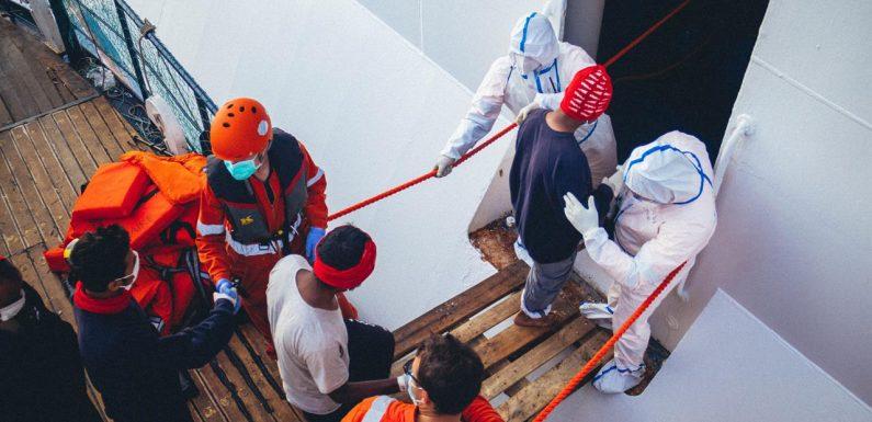 Nessun caso di positività tra i naufraghi a bordo della nave Rubattino