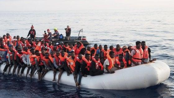 """""""Nessuno si salva da solo"""", ma i migranti?"""