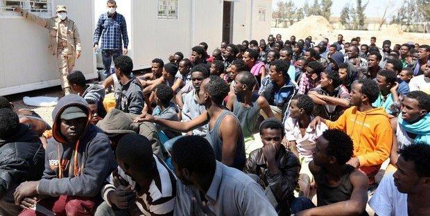 """""""Immigrati in calo. Intercettati, riportati in Libia e detenuti in condizioni inaccettabili"""". Il rapporto del Centro Astalli"""