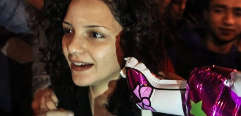 Egitto, rapita in pieno giorno Sanaa Seif, sorella del blogger e attivista Alaa Abdelfattah