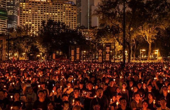 Hong Kong, la polizia vieta la veglia annuale per ricordare le vittime del massacro di Tienanmen
