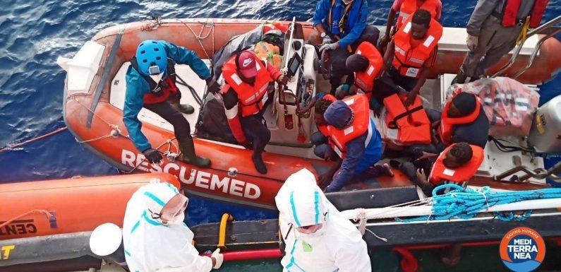 Mediterranea salva 67 persone in mare da giorni a 40 miglia da Lampedusa