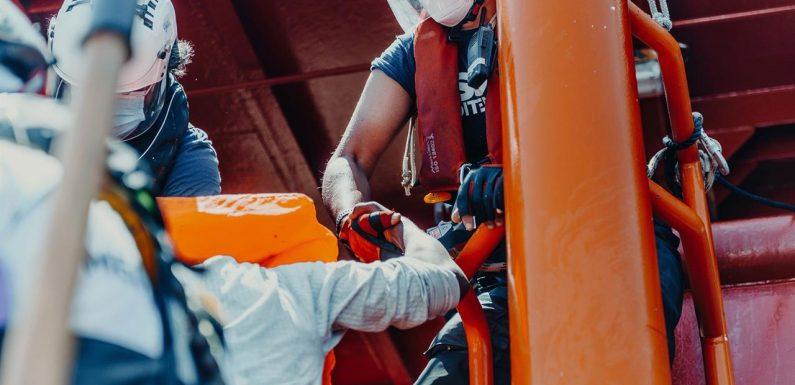 Ocean Viking soccorre 118 naufraghi nel Mediterraneo