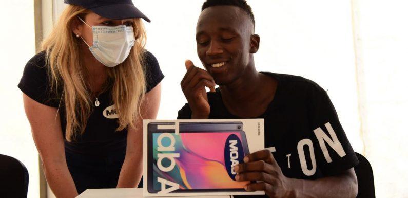 Tablet e connessioni per le famiglie dei centri richiedenti asilo