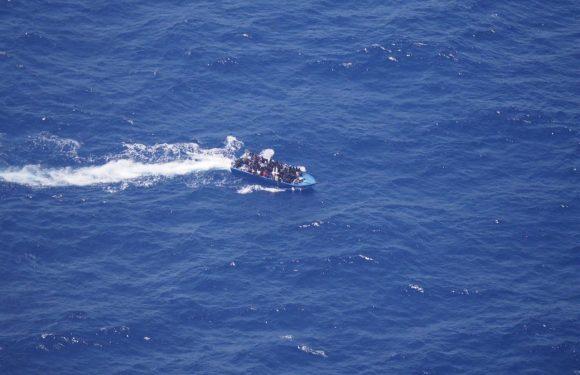 65 persone rischiano di morire nel Mediterraneo e l'Europa sta a guardare