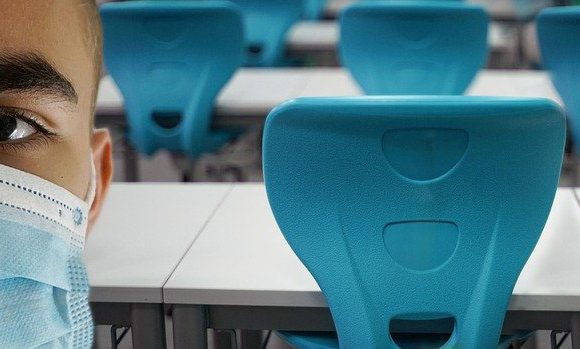 COVID-19, il dibattito aperto sul ritorno a scuola