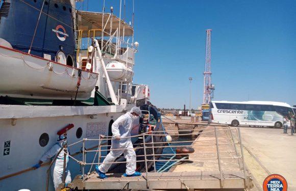 Il Covid non ferma le partenze dei migranti: 8 positivi dopo lo sbarco di Mediterranea ad Augusta
