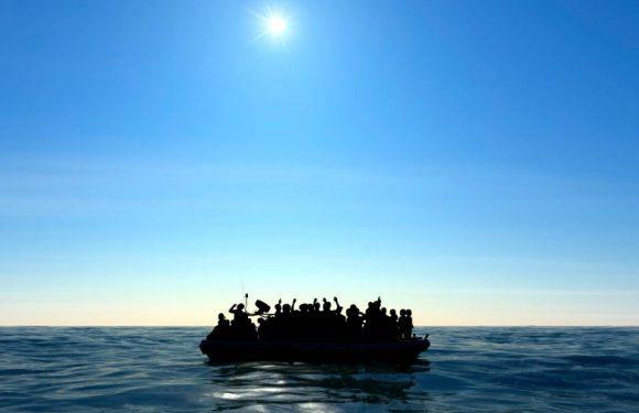 L'urlo che arriva dai barconi alla deriva