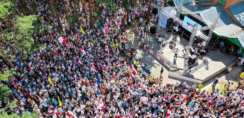 La Bielorussia alla vigilia delle elezioni tra candidati, attivisti e giornalisti arrestati e migliaia di cittadini a sostegno dell'opposizione