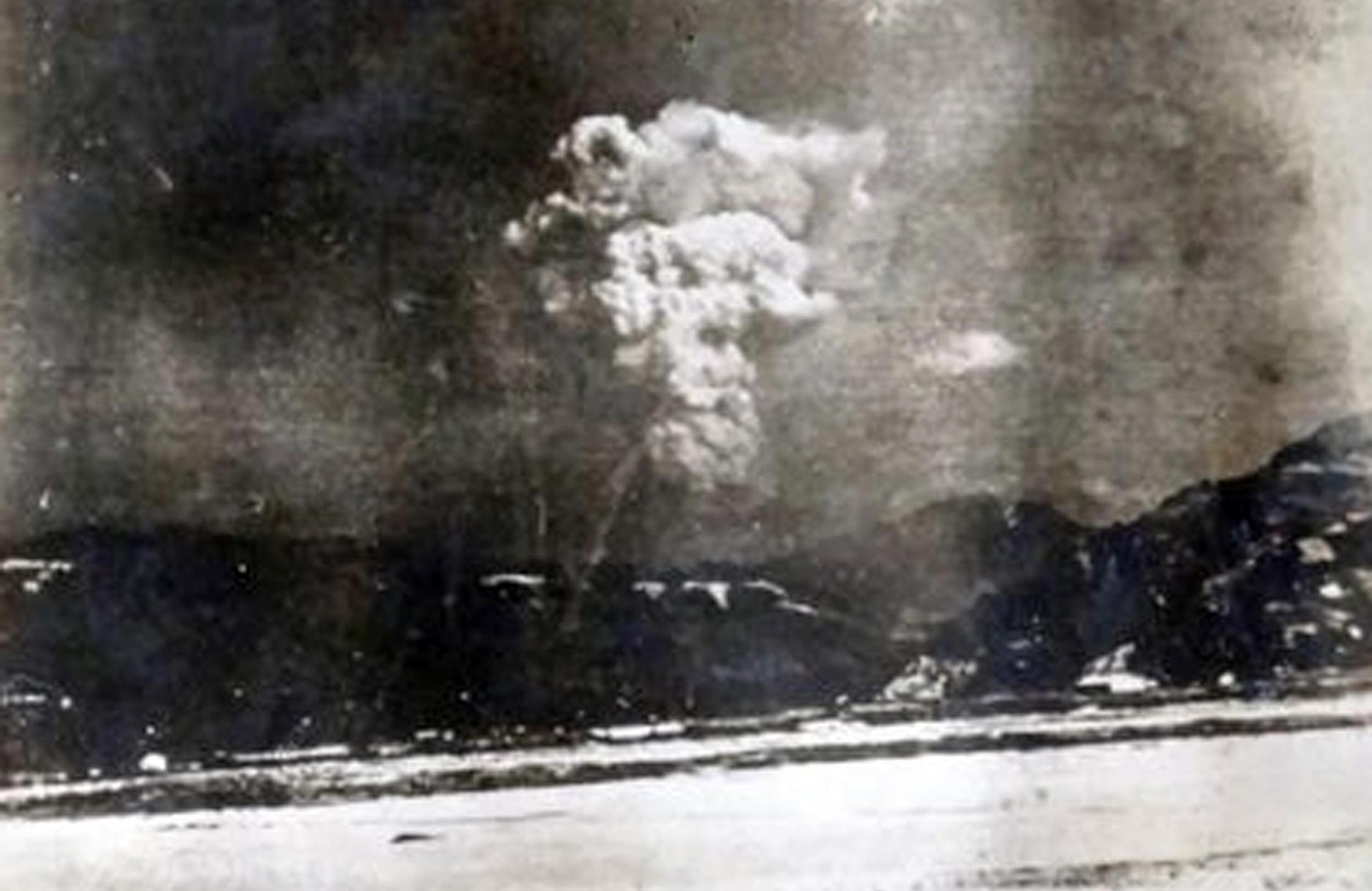 Il fungo atomico su Hiroshima in una foto scattata pochi minuti dopo l'esplosione