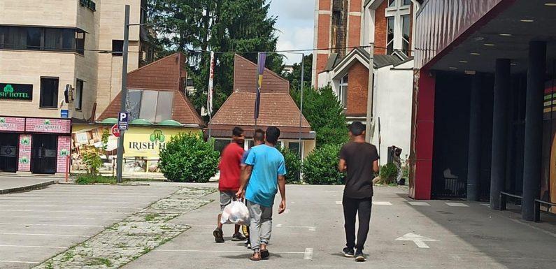 Bosnia, i richiedenti asilo vengono prelevati dai campi e buttati in strada