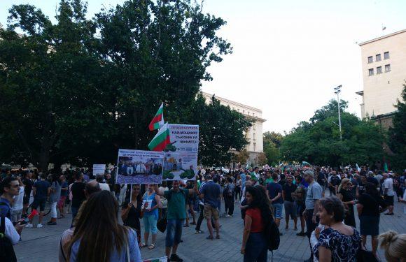 Bulgaria, la brutale repressione delle proteste contro il governo accusato di corruzione e il silenzio dell'Unione Europea