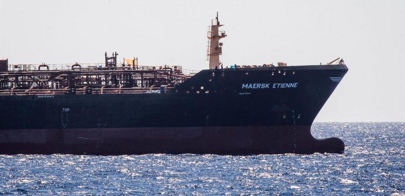 Da 31 giorni con 27 naufraghi a bordo, la compagnia Maersk richiama l'Europa