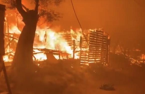 Grecia, il campo profughi di Moria in fiamme è il fallimento dell'Europa