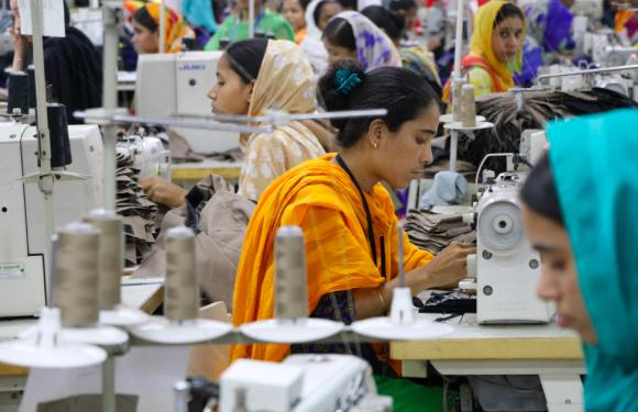 I grandi marchi della moda non pagano ancora salari dignitosi ai lavoratori
