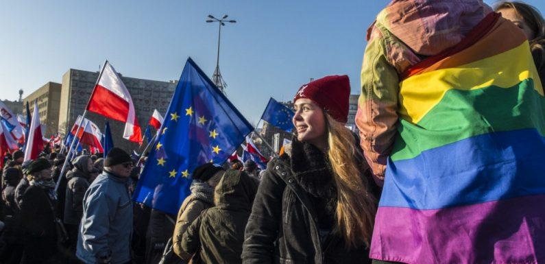 """In Polonia alcune regioni si dichiarano LGBTI-free zone. L'UE: """"Sono zone libere da umanità e non trovano posto nella nostra Unione"""""""