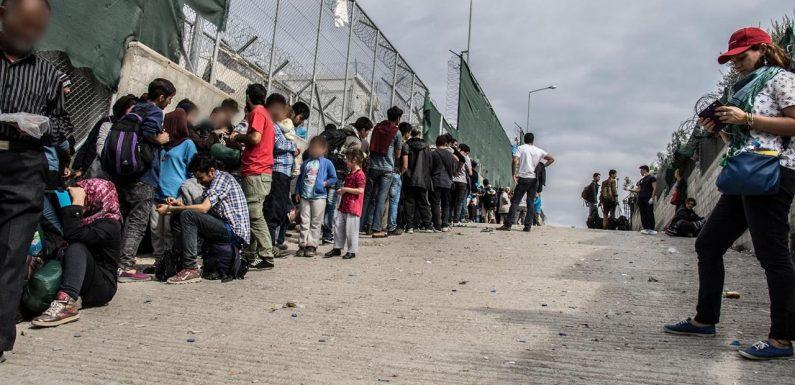 Incendio a Moria: migliaia di bambini in fuga