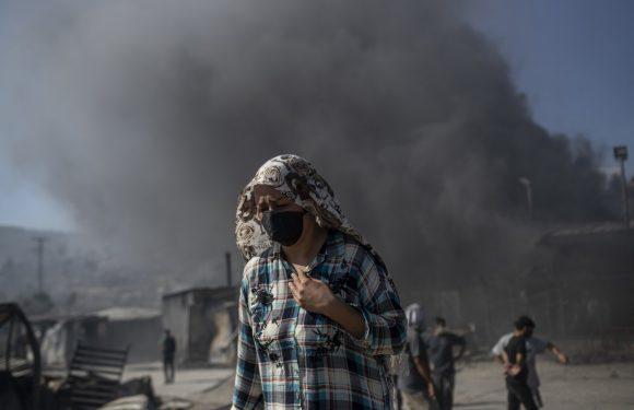 Lesbo, in fiamme il campo profughi