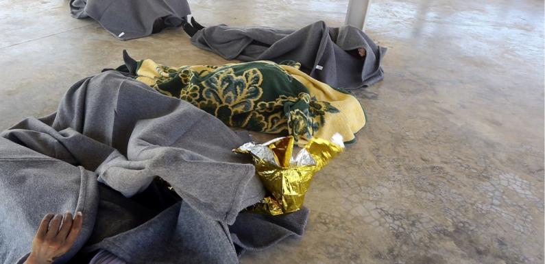 Tra la vita e la morte: abusi e torture nei campi di detenzione in Libia