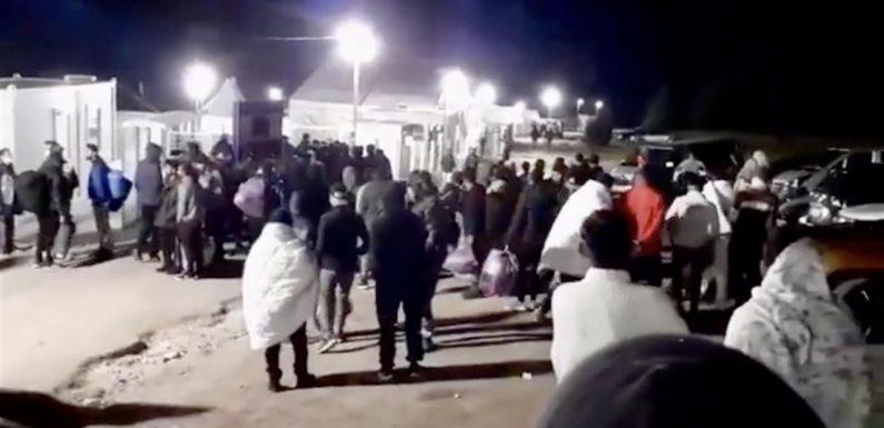 Bosnia: 350 migranti lasciati in strada