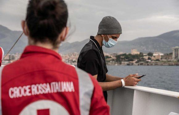 I migranti invisibili sulle navi quarantena tenuti lontani da noi