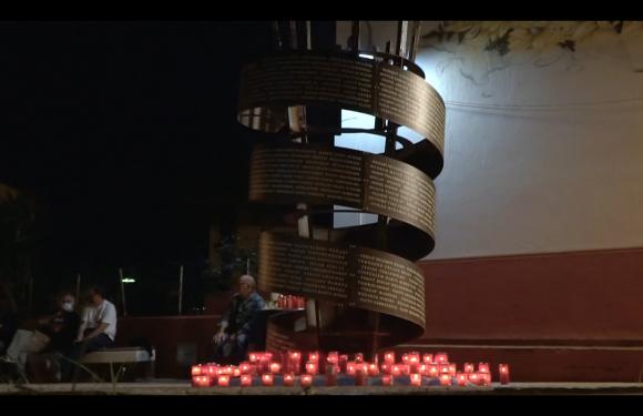 Lampedusa canta La Cura di Battiato davanti al memoriale della strage