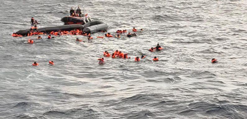 Naufragio nel Mediterraneo, 100 persone in mare, si recuperano i corpi