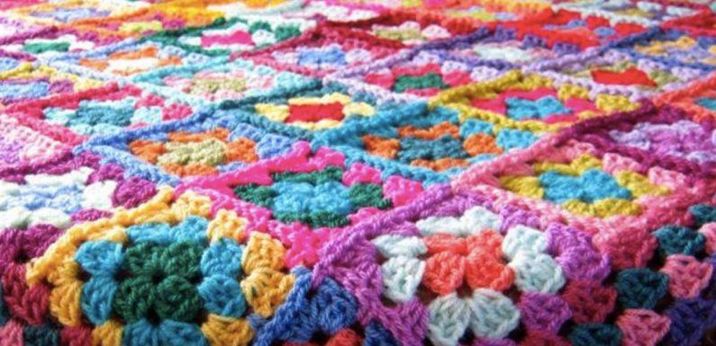 Una coperta di lana infinita per ricordare il piccolo Yusuf