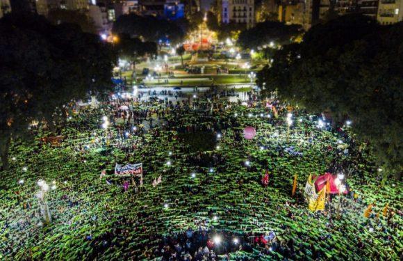 Il lungo cammino delle donne in Argentina, da Eva alle desaparecidas, dalle madri a Cristina all'aborto legale