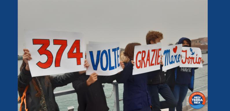 La MARE JONIO a Venezia per lavori di manutenzione, accolta dalle attiviste e attivisti