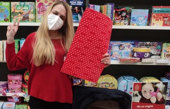 """Speciale Natale/""""Impacchettiamo un sogno"""": volontariato natalizio con Cesvi e Mondadori Store"""