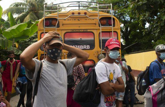 """Carovane migranti: il """"muro"""" degli Usa in Guatemala e le prossime scelte di Biden"""