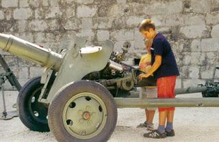 SCUOLE ARMATE E MILITARIZZAZIONE DELL'ISTRUZIONE IN ITALIA