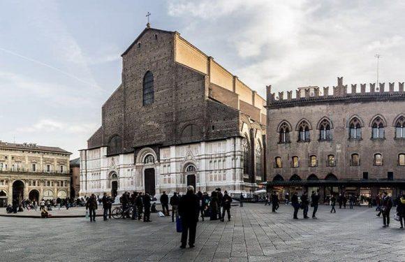 Piazza Maggiore e San Petronio attraverso i sensi: la visita audio-tattile e virtuale organizzata da La Girobussola