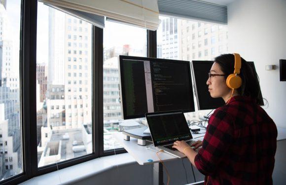 Chi si occupa del divario di genere nel settore digitale?