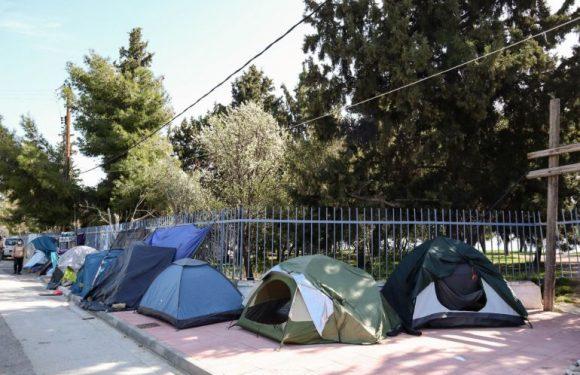 In Grecia i rifugiati vengono sgomberati: migliaia di persone vulnerabili in strada