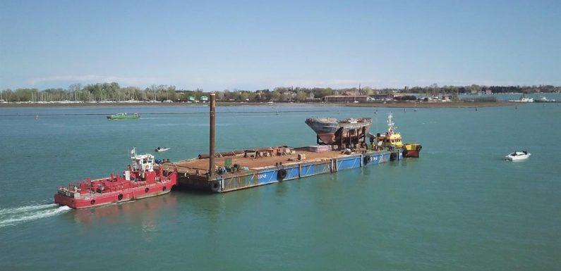 Rientra in Sicilia il relitto del naufragio del 18 aprile 2015
