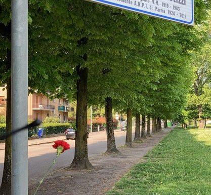 """""""Strade di Liberazione"""": i tantissimi fiori per i partigiani"""