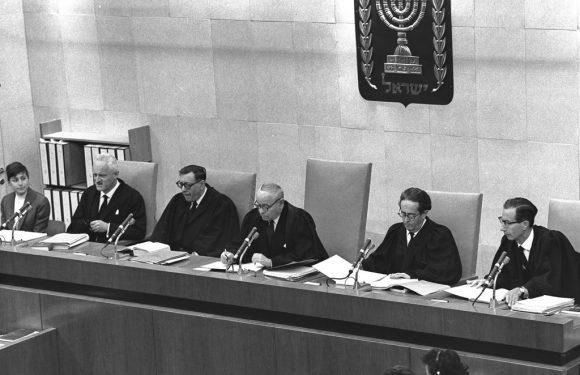 Processo Eichmann: installazione in Piazza San Francesco a conclusione del progetto VOCI