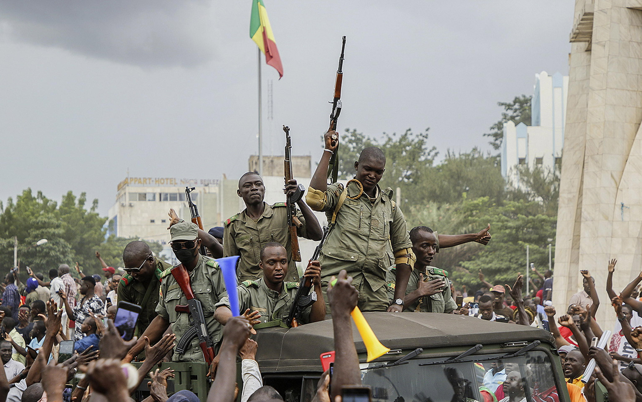 epa08611367 Malians cheer as Mali military enter the streets of Bamako, Mali, 18 August 2020. Local reports indicate Mali military have seized Mali President Ibrahim Boubakar KeÔta in what appears to be a coup attempt. EPA/MOUSSA KALAPO