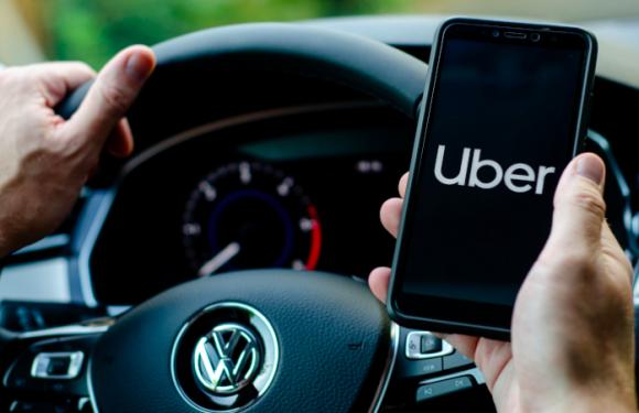 Una corsa a costo zero in Olanda. Perché Uber ha un problema con le tasse