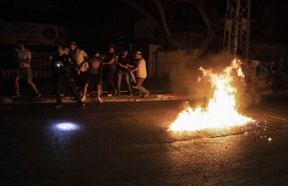 """Violenze e proteste anche nelle """"città della convivenza"""""""