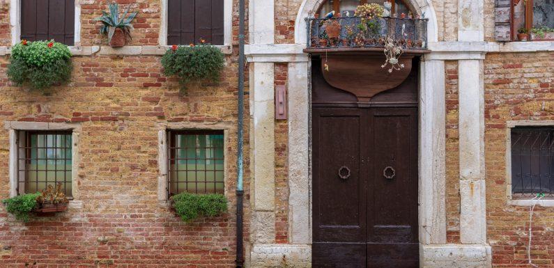 """Imposta di soggiorno: la raccolta di Firenze e Venezia e il """"contributo"""" di Airbnb"""
