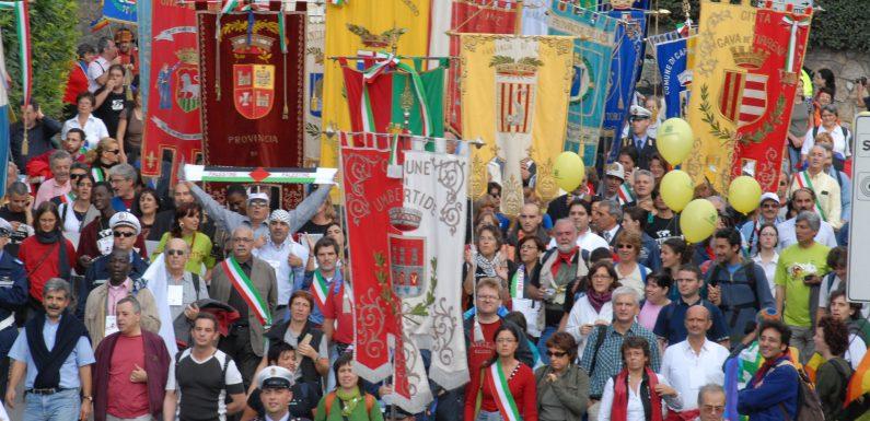 """Le città alla Marcia PerugiAssisi """"I care"""" 2021"""