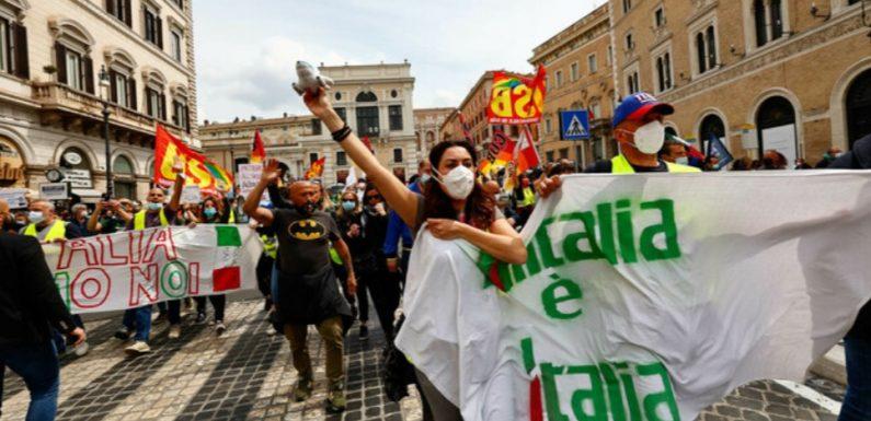 Licenziamenti e smantellamento di Alitalia sono una ipoteca su Roma