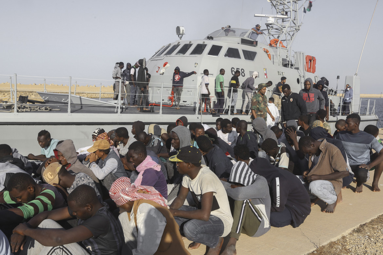 16desk1-passante-guardia-costa-libia-ap-