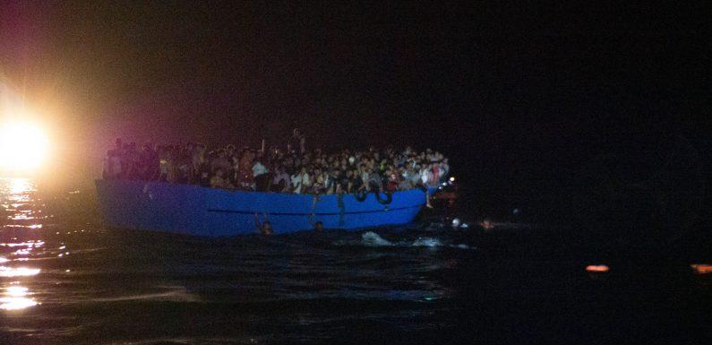 400 persone soccorse nella notte, senza le ONG sarebbe stata un'ecatombe. Ora un porto sicuro per i sopravvissuti.