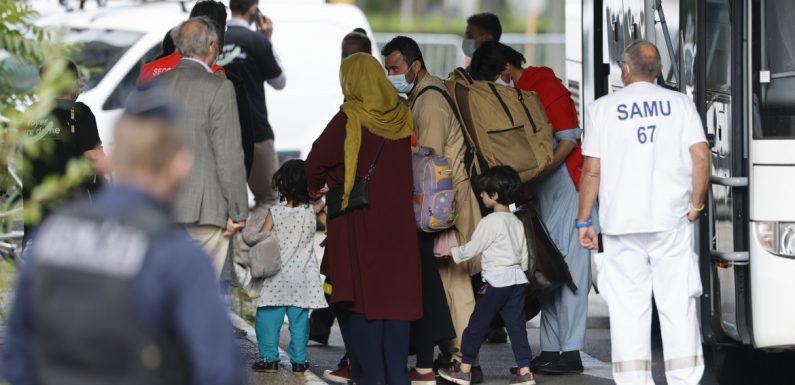 """L'UE agli afghani: """"Restate nei paesi vicini"""""""